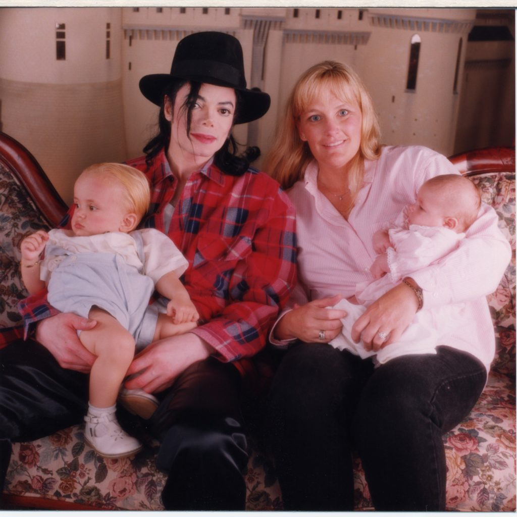 Michael-Jackson-and-Debbie-Rowe-with-their-1-year-old-son-Prince-Michael-and-newborn-daughter-Paris